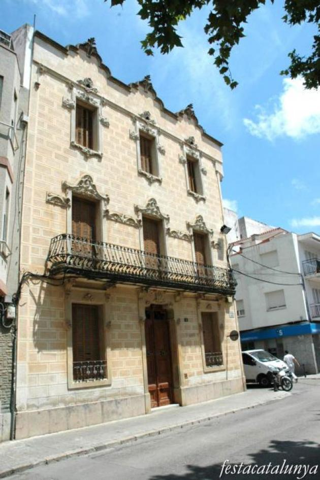 Sant Pere de Ribes - Cases d'Americanos (can Punxes)