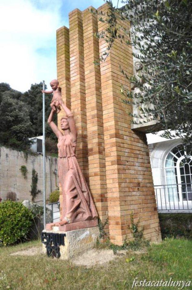 Masies de Roda, Les - Monument a l'Estatut de 1979