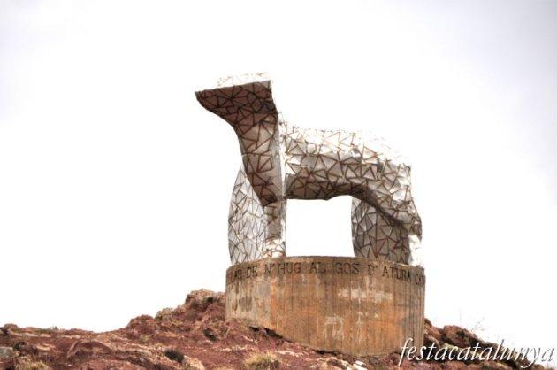 Castellar de n'Hug - Monument al gos d'atura català