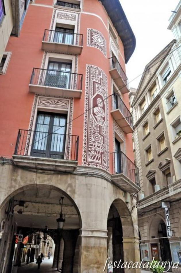 Lleida - Plaça de la Paeria, 9