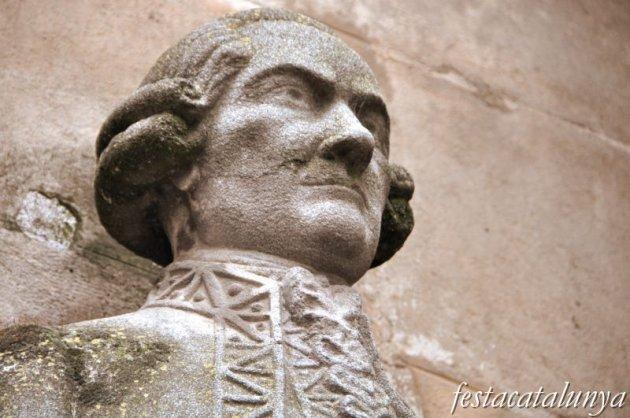Lleida - Plaça de la Paeria (Pilar del General)