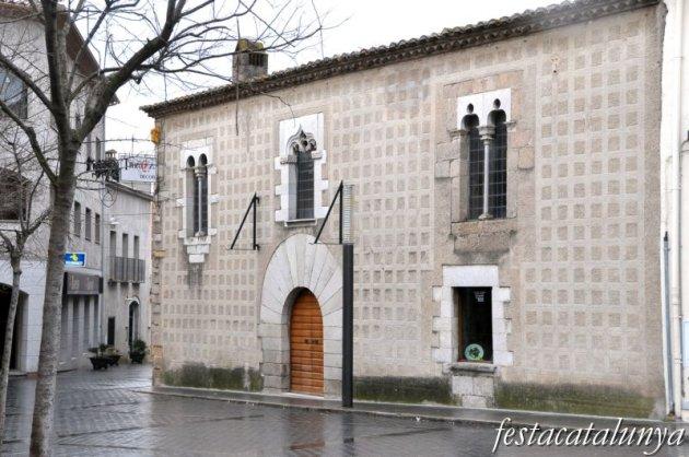 Maçanet de la Selva - Plaça de l'Església (Hostal del Cavaller)