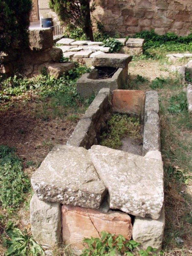 Prats de Rei, El - Necròpolis de l'església parroquial