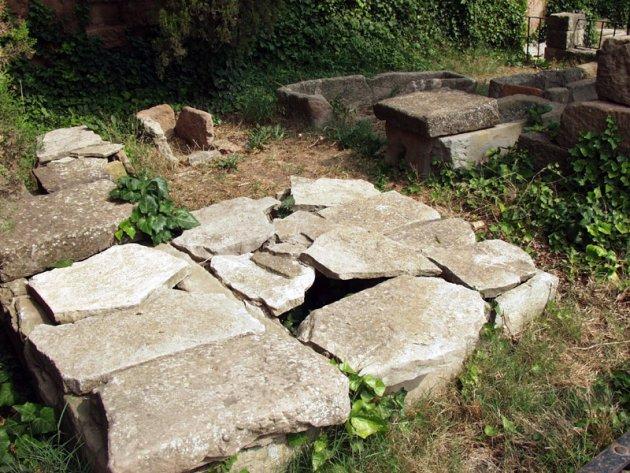 Prats de Rei, Els - Necròpolis de l'església parroquial