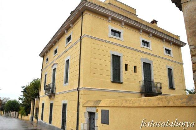 Llambilles - Nucli històric (Casa d'estil colonial)