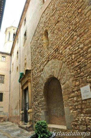 Vic - Restes de Sant Sadurní a l'església de la Pietat
