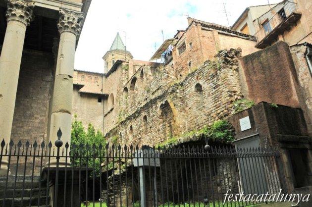 Vic - Restes del castell dels Montcada