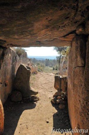 Llobera - Dolmen de Llanera o de la Vila