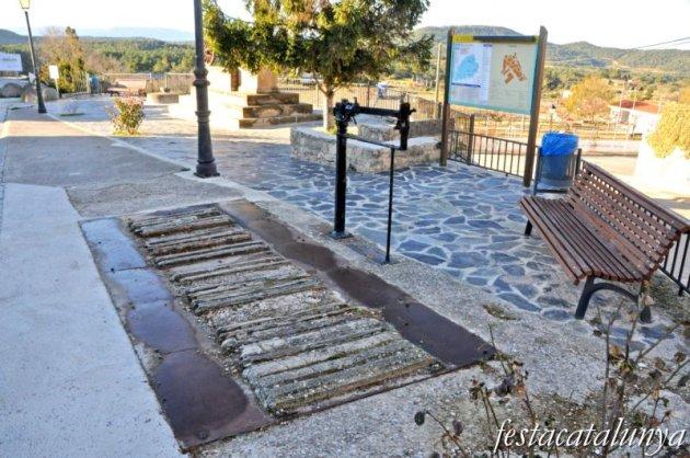 Fulleda - Monument a Agustina d'Aragó (Antiga bàscula)