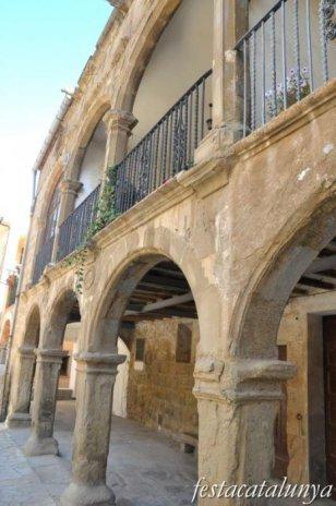 Agramunt - Nucli antic (Casa porxada a la Plaça Amball)