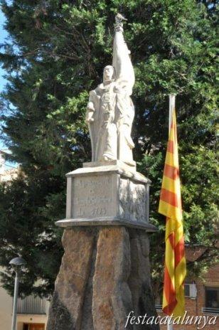 Agramunt - Nucli antic (Monument Rafael Casanova)