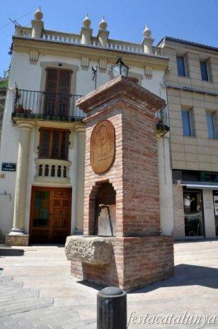 Pobla de Claramunt, La - Nucli antic (Font i casa de l'Avinguda Catalunya)
