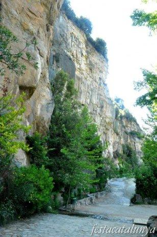 Bigues i Riells - Accés per la foradada (Sant Miquel del Fai)