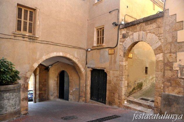 Piera - Mercadal o nuci antic (Portal d'en Romanyà)