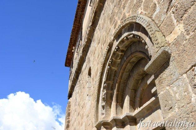 Maçanet de Cabrenys - Església de Sant Martí - Portalada romànica