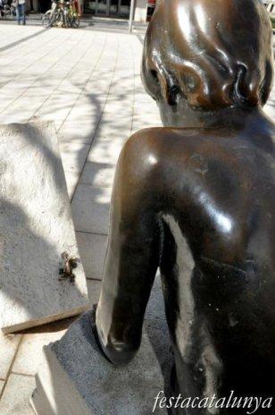 El Prat de Llobregat - Escultura nen amb sargantana