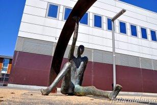 El Prat de Llobregat - Escultura treballant la Utopia al costat de La Capsa