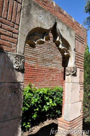 El Prat de Llobregat - Carrer Jaume Casanovas - Finestra de Can Peixo a la Torre Muntadas