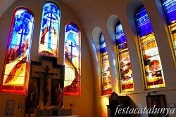 Molins de Rei - Vitralls de l'església de Sant Miquel Arcàngel - Capella del Sant Crist