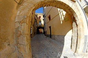 La Llacuna - Plaça Porxada, muralla i nucli antic