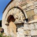 Església romànica de Santa Maria del castell de Miralles ***