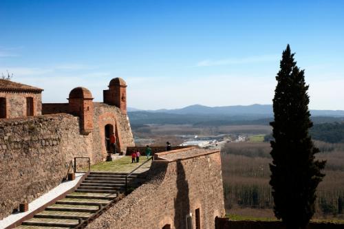 El castell d'Hostalric al teu ritme! (Foto: www.turismehostalric.cat)