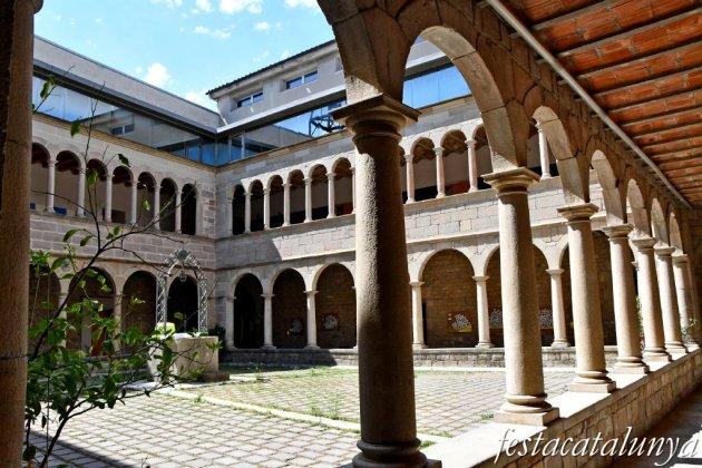 Igualada - Claustre renaixentista de l'antic convent dels Agustins