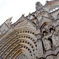Façana i portes d'accès de la catedral de Barcelona ***