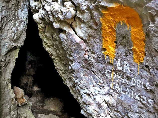 Vilanova de Prades - Cova dels Calaixos a itinerari valors naturals i culturals de l'entorn de Vilanova de Prades