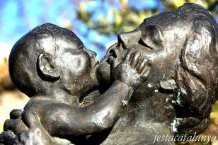 Banyeres del Penedès - Nucli històric - Escultura Maternitat