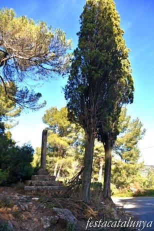 Cabrera d'Anoia - Creu de terme trencada