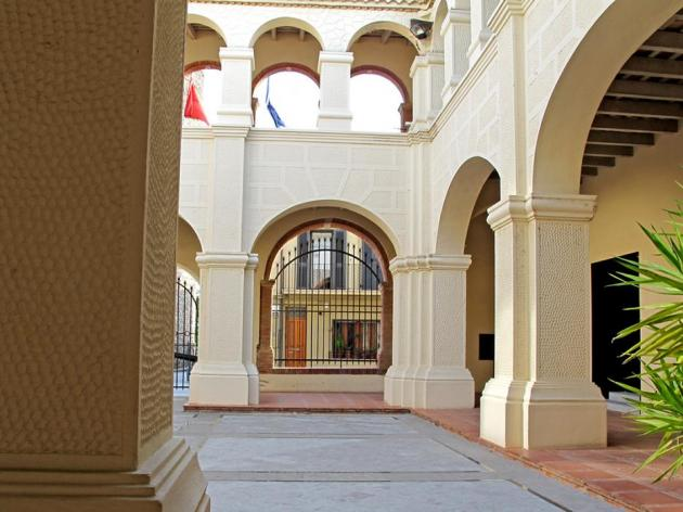 Hostalric - Antic convent i claustre de Sant Francesc de Paula (Foto: Turisme Hostalric)