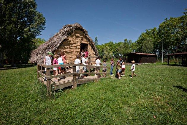 Banyoles - Visita al Parc Neolític de La Draga (Foto: cultura.banyoles.cat)