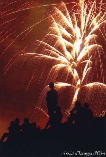 Olot - Festes del Tura (Foto: Marc Torra. Focs Artificials. Arxiu d'Imatges d'Olot)
