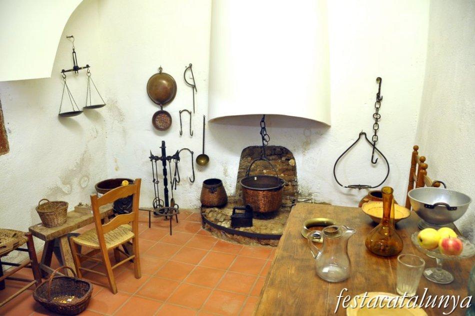 http://www.festacatalunya.cat/img/46809-950-700-ESCALA-pallejy_museu_municipal.jpg